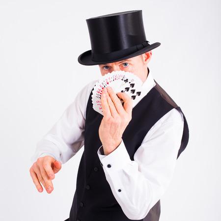 skat: Magician shows a deck of cards