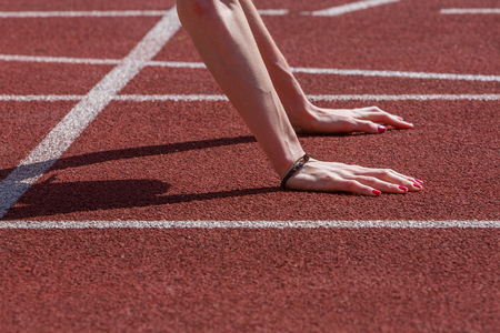 hands of a woman preparing for start of a race in sprint Stock Photo
