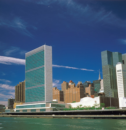 View of Manhattan with UN Headquarters Building from East River. Stock fotó - 31775329