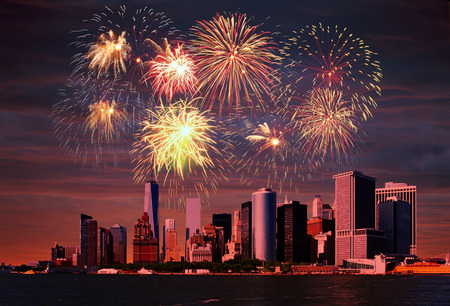 맨하탄, 뉴욕시 위에 불꽃 놀이입니다. 스톡 콘텐츠