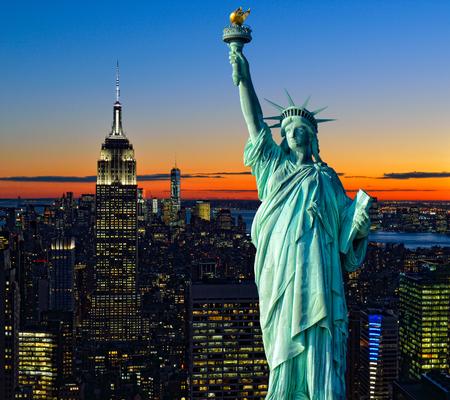 콜라주 - 일몰 및 신상에서 맨하탄 공중보기.