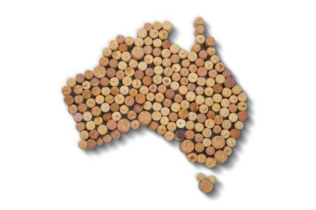 와인 생산 국가 - 와인 코르크지도. 흰색 배경에 호주의지도 스톡 콘텐츠