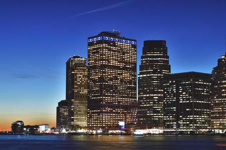HDR view of Manhattan skyline taken from Broollyn Bridge Park. Foto de archivo