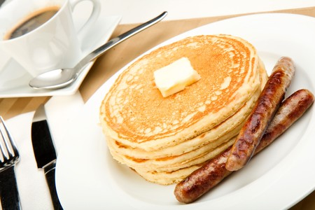 hotcakes: Breakfast of coffee, pancakes and sausage