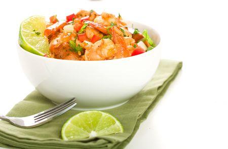 ピリ辛ケイジャン ジャンバラヤ ソーセージ、エビ、鶏が満載