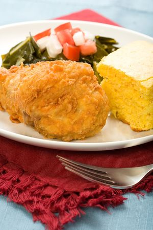 green's: Fried Chicken served with collard greens and cornbread Stock Photo