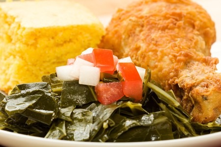 soul food: Fried Chicken served with collard greens and cornbread Stock Photo