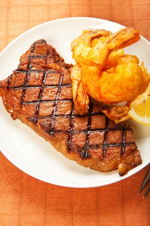 Surf and Turf meal of juicy sirloin steak crispy jumbo shrimp Stock Photo - 9206784