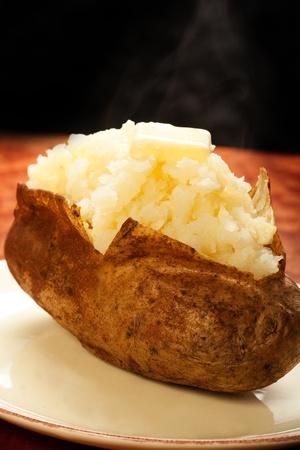 pure de papas: Papa al horno con pat de mantequilla