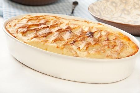 으깬: 파삭 파삭 한 으깬 감자 위에 다진 고기와 야채