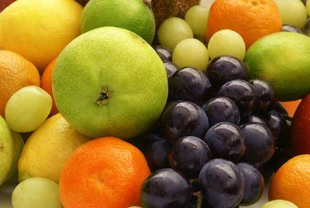 Ensemble de différents fruits exotiques sur fond blanc  Banque d'images - 854961