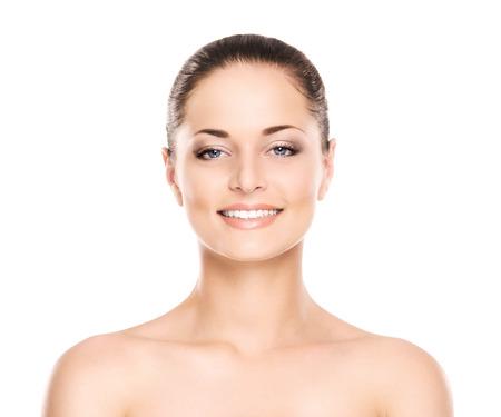 Schoonheidsportret van jonge, aantrekkelijke, verse, gezonde en natuurlijke die vrouw op wit wordt geïsoleerd Stockfoto - 37818443