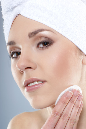 helthcare: Young and healthy young woman getting health treatment