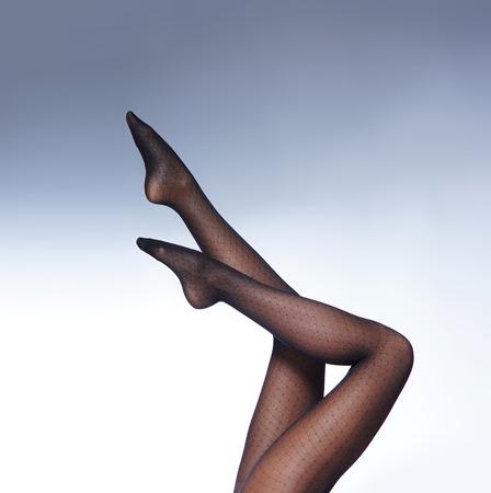 medias veladas: foto de las hermosas piernas en medias bonitas