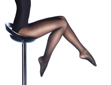 medias veladas: Hermosas piernas femeninas en pantimedias aislados en blanco Foto de archivo