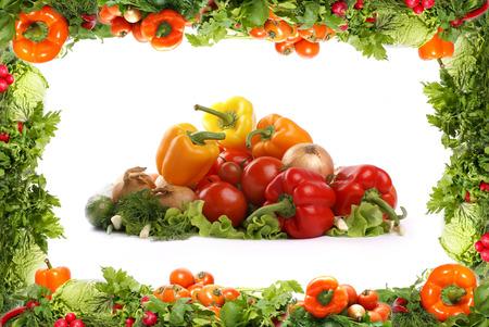ensalada de verduras: Diferentes sabrosas verduras frescas aisladas fractal