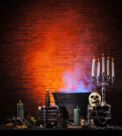 Halloween still-life Hintergrund mit einer Menge von verschiedenen Elementen Standard-Bild - 38386961