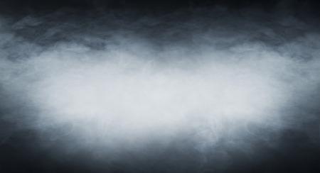 humo: La textura de humo sobre fondo negro en blanco