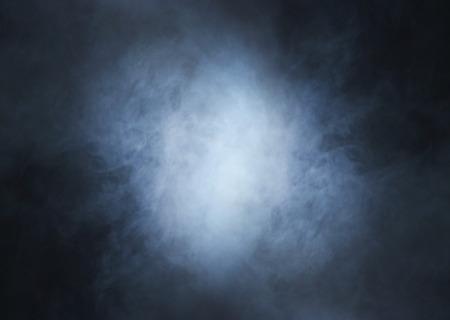 humo: Humo sobre fondo negro