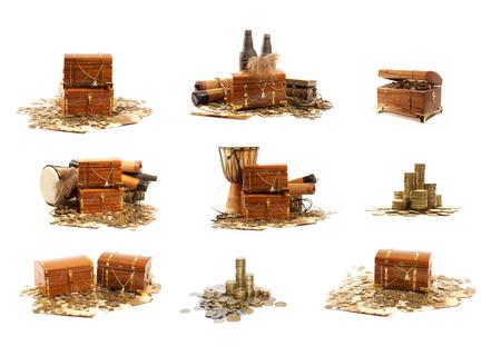 monedas antiguas: Cofre del tesoro aislados en fondo blanco