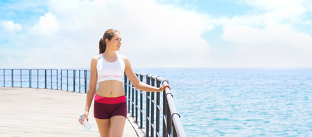 Young, fit and sporty girl training in outdoor gym. Fitness, sport and healthy lifestyle. Stockfoto