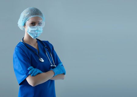 Professional medical worker in protection suit. Nurse, surgeon, doctor or paramedic in blue uniform. Emergency medicine and ambulance. Banque d'images