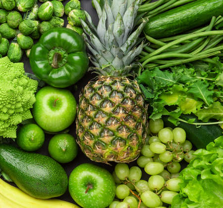 Healthy eating ingredients: fresh vegetables, fruits and superfood. Nutrition, diet, vegan food concept Stockfoto