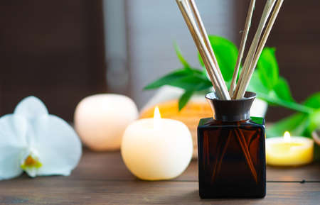 Spa background. Towel, candles, aroma sticks, orchid flowers and herbal balls. Massage, oriental therapy, wellbeing and meditation. Archivio Fotografico