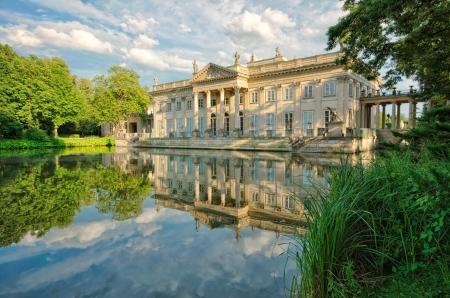 Königliche Palast auf dem Wasser im Lazienki Park, Warschau Editorial