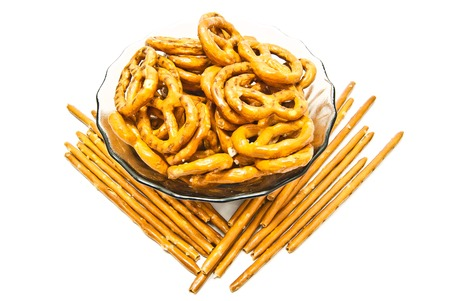 gressins: bretzels et des b�tons sal�s sur fond blanc