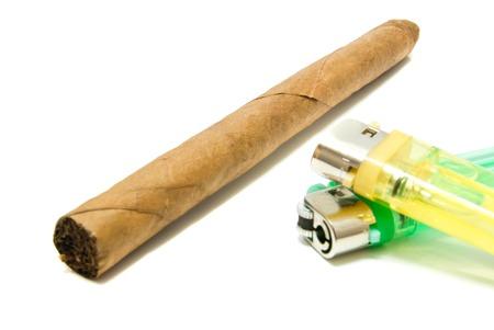 encendedores: Puro cubano y dos encendedores en blanco