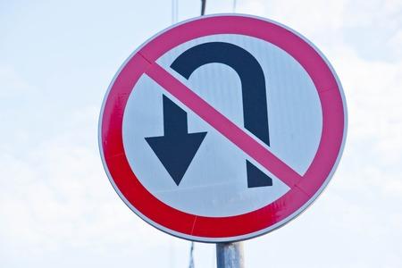 """umschwung: Verkehrszeichen """"Verbot Umkehr"""" auf dem Himmel Hintergrund Lizenzfreie Bilder"""