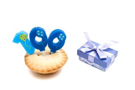 Kuchen Mit Einer Zweijährigen Geburtstag Kerze Und Geschenk