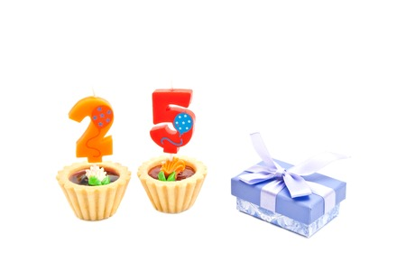 five years': cakes with twenty five years birthday candles and gift on white Stock Photo