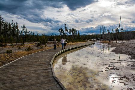 spellbinding: People walking on the trail