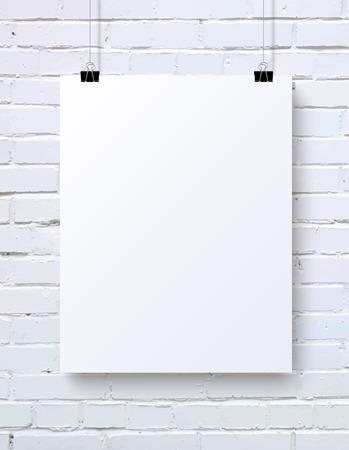 hoja en blanco: Blanca cartel en blanco verticales maqueta en la pared de ladrillo blanco, ilustraci�n vectorial