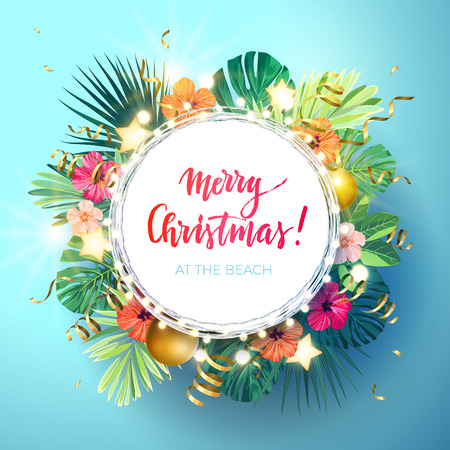 Noël sur la conception de la plage d'été avec des feuilles de palmier monstera, fleurs d'hibiscus, boules de Noël et étoiles rougeoyantes d'or, illustration vectorielle.