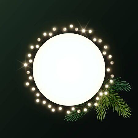 Runder Weihnachtskranz mit Tannenzweigen und leuchtender Glühbirnengirlande. Kreis mit Platz für Text. Vektor-Flyer oder Banner-Vorlage. Vektorgrafik
