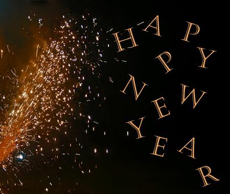 텍스트, 해피 뉴 이어 함께 향상 된 검정색 배경에 불꽃 놀이 사진