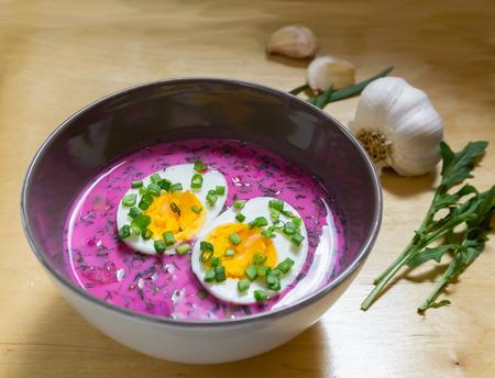 frio: Sopa de remolacha fría con huevo