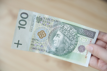 Paying in Poland - 100 zloty bill