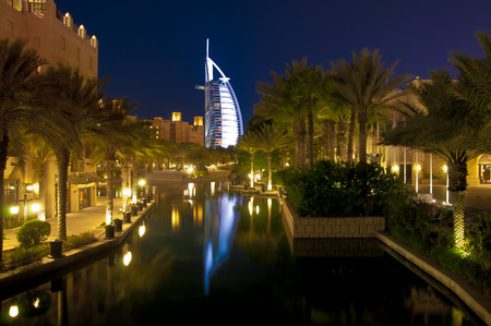 Dubai labdmark - seven star luxury hotel Burj Al Arab by night