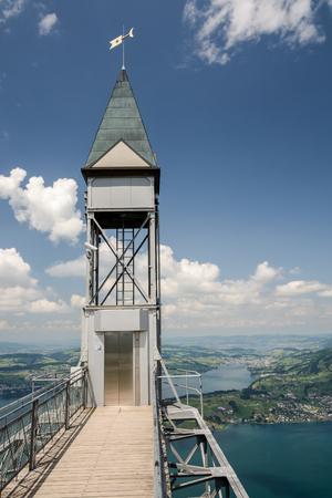Top van de Hammetschwand-lift bij Luzern, de hoogste buitenlift van Europa Stockfoto