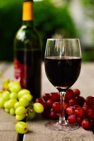 ぶどうと赤ワイン