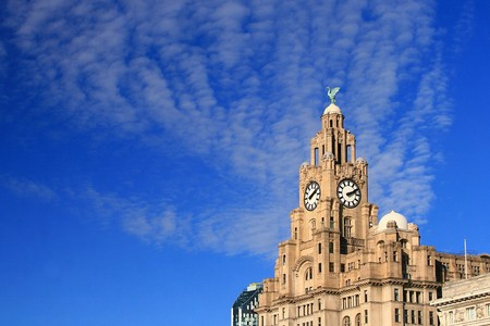 Historic building in blue sky, Liverpool Stock Photo - 7325575