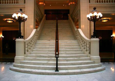 Luxus großen weißen Marmortreppe, frontal Lizenzfreie Bilder
