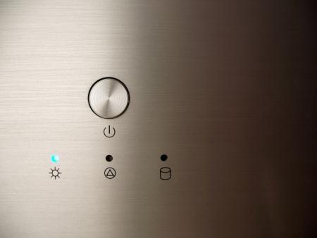 Gebürstetes Metall Home Theater PC Nahaufnahme von Power-Taste und Status-LEDs  Lizenzfreie Bilder