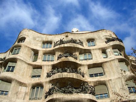 trencadis: Casa Mila  '(La Pedrera) exterior desde abajo, Barcelona, Espa�a