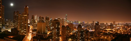 Chicago downtown aerial panoramic view by night, south view Standard-Bild