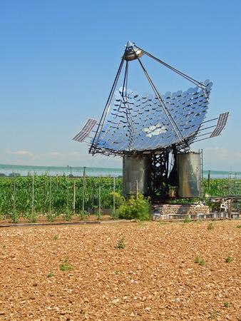 Warmwasserbereitung Spiegel Solarmodule und Photovoltaik-Zellen